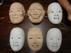 Masques de nô en cours de création